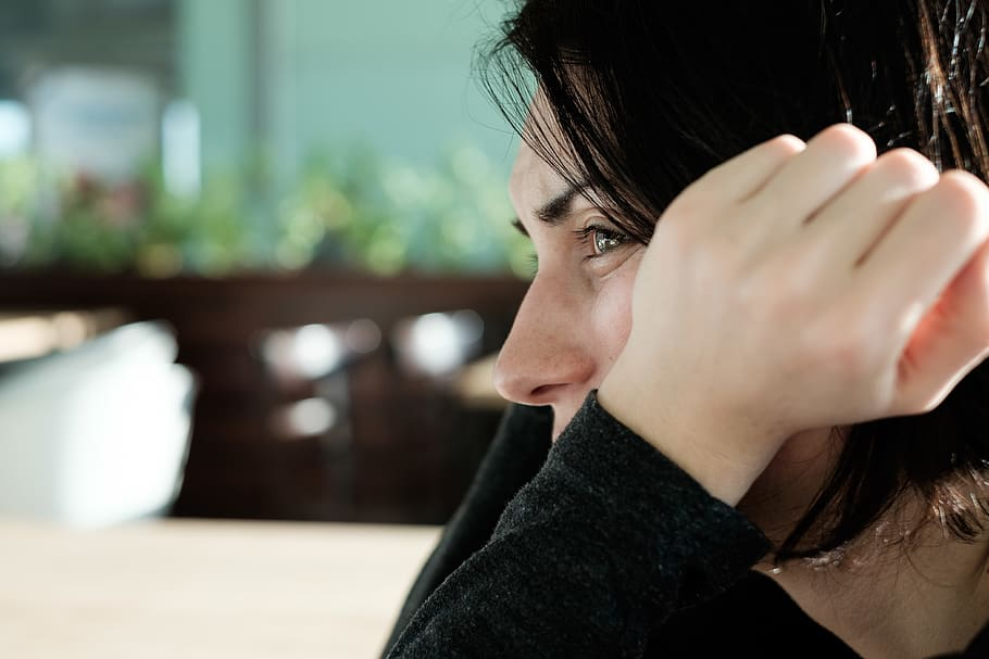 5 Maneiras que os Efeitos do Estresse Danificam o Cabelo