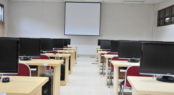 Lab Komputer Sekolah Universitas