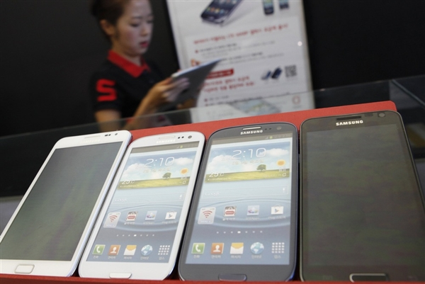 Apple vs Samsung: Akankah Apple Turun Tahta?