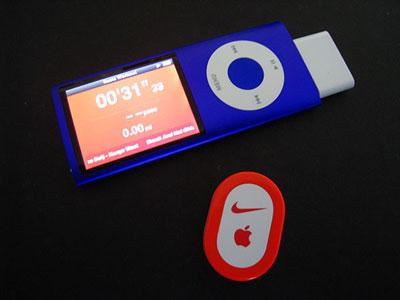 LiPod Nano 4G avec le récepteur Nike+ branché.