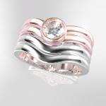 ピンクゴールドの婚約指輪と ホワイトゴールドの結婚指輪