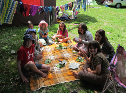 The kids made gifts from natural materials at the Piripiri campsite.