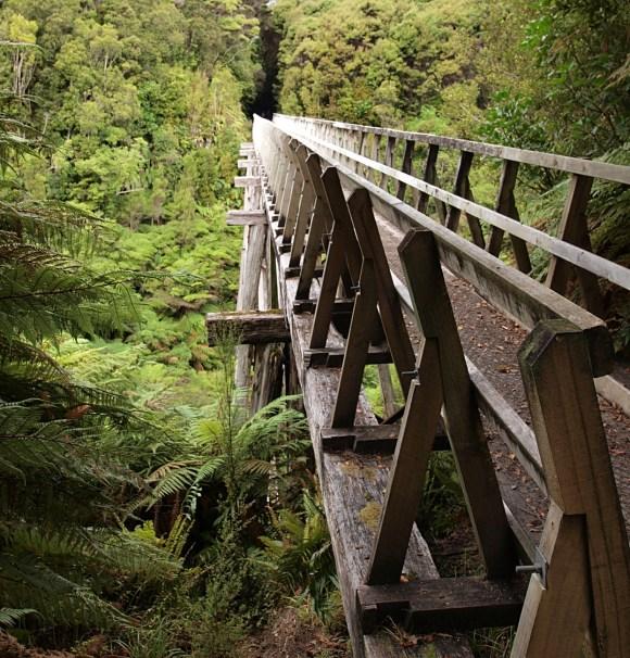 Sandhill Point viaduct. Photo: digitaltrails | CC BY-NC-SA 2.0.