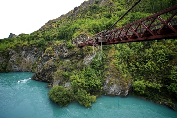 Kawarau Gorge Suspension Bridge near Queenstown. Photo: Matthias Klappenbach | CC BY 2.0.