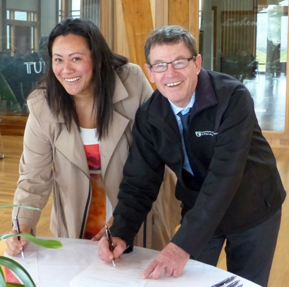 TUT Chief Executive, Kirsti Luke, and Deputy Director-General Conservation Services Mike Slater at the signing event.