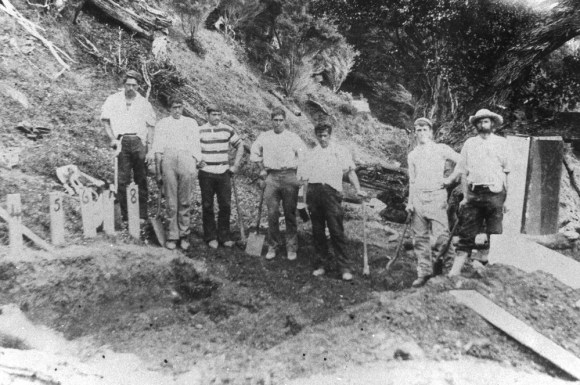 Digging graves for unidentified victims of the SS Wairarapa wreck.