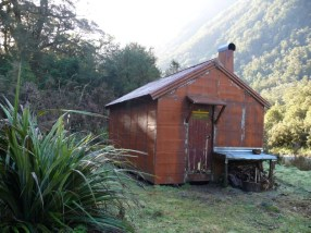 Tunnel Creek Hut before Geoff started, in 2002.