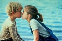 ¿A dónde irán los besos que no damos?
