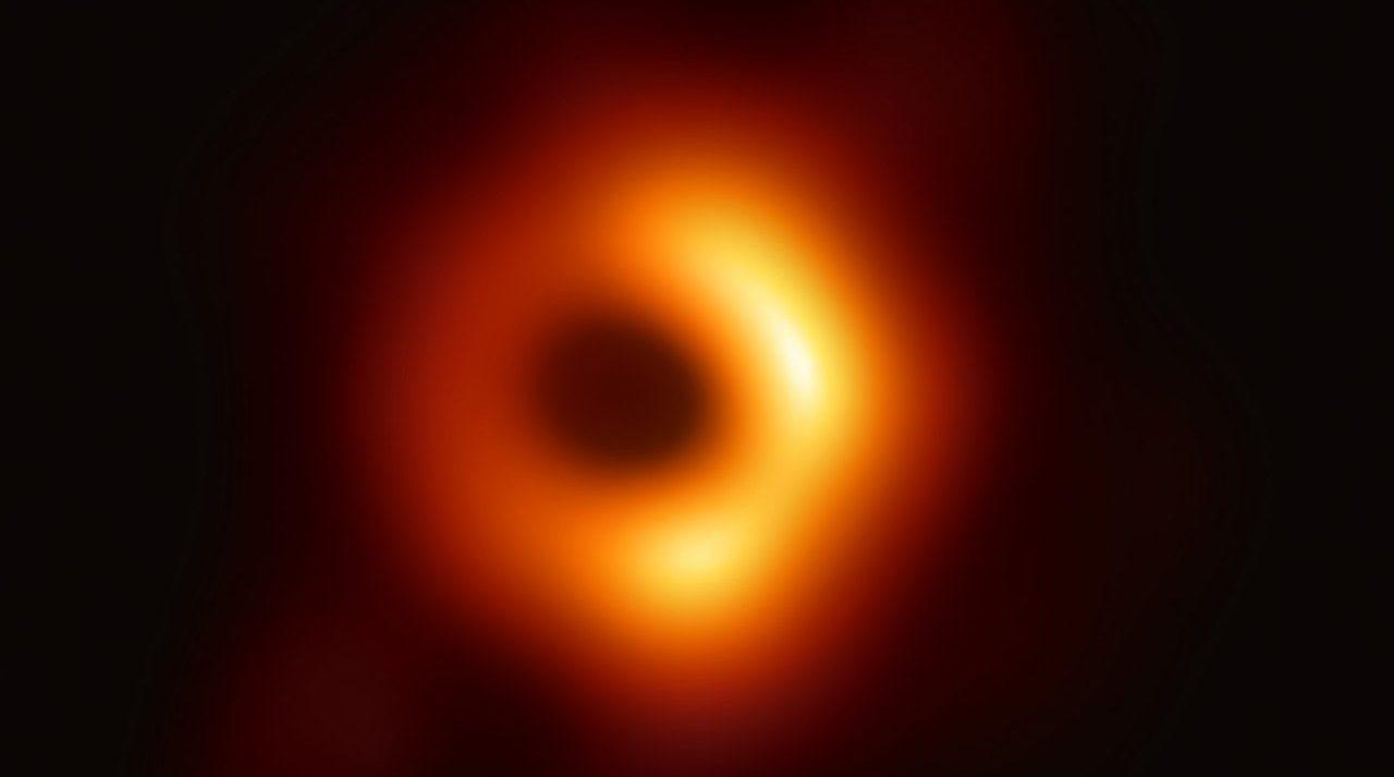 La prima immagine di un buco nero - EHT Collaboration