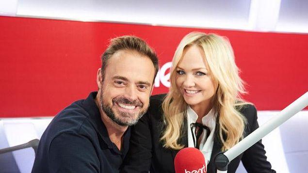 Emma Bunton junto al copresentador de su programa de radio, Jamie Theakston (EFE)
