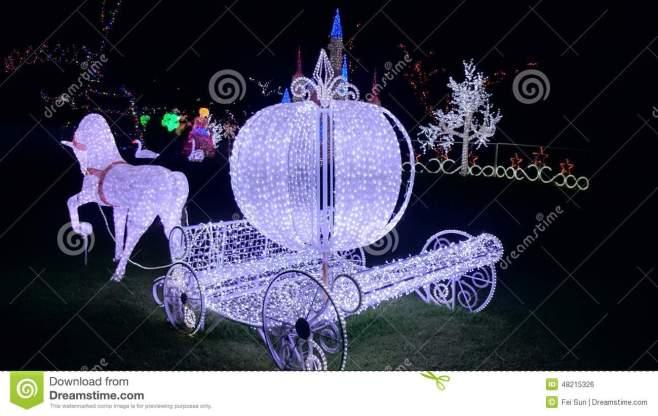 christmas-light-show-cinderella-horse-carriage-lights-hunter-valley-gardens-48215326