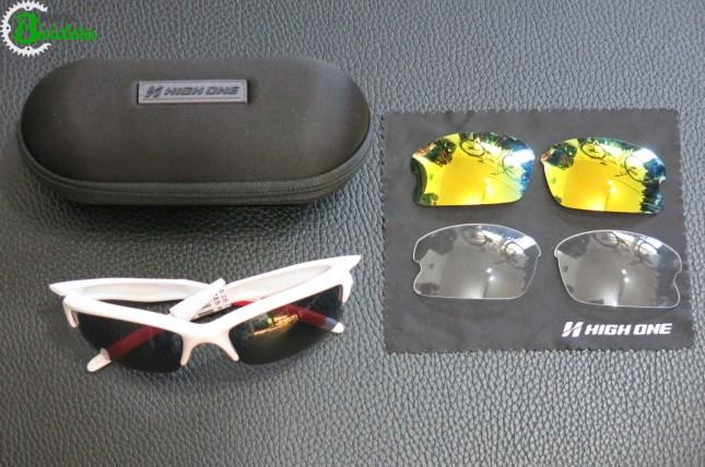 Óculos de ciclismo com lentes intercambiáveis.