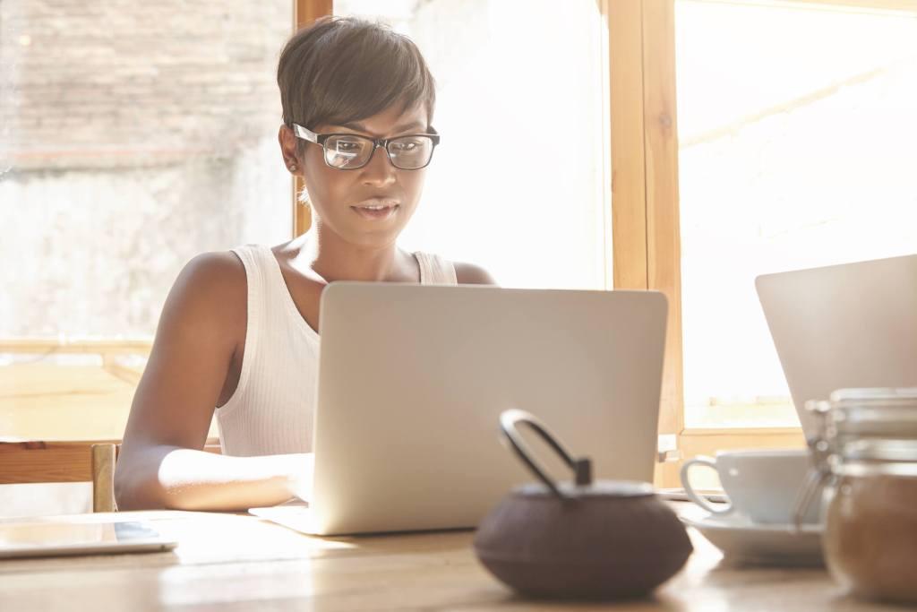 Como saber se você está precisando de óculos de descanso?