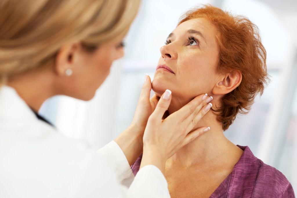 Dr.Consulta, estou com bolinhas brancas na garganta