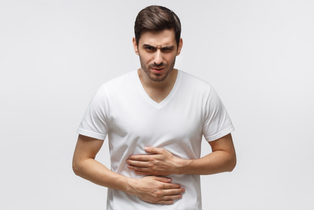 Dormir depois de comer causa má digestão?