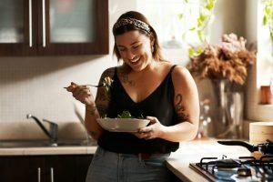 Os cuidados com a alimentação em cada fase da vida da mulher