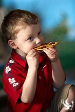 toddler_eating_smores
