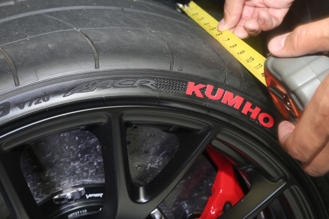 Dodge Viper Tires >> How Wide Are The Dodge Viper S Tires Dreamgiveaway Blog