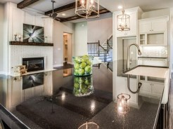 Kitchen-island-with-high-gloss-countertop