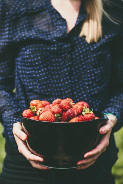 ELF_Woman_bowl of cherries_preview