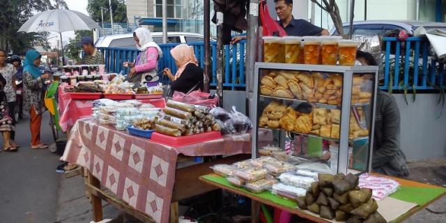Berburu Takjil di Jalan Panjang via Yuk Ngabuburit di Masjid Sunda Kelapa via travel.kompas.com