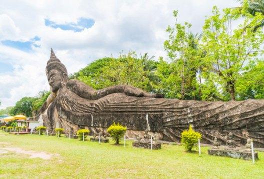 tempat wisata di laos Buddha Park via freepik ala tim duniamasak.com