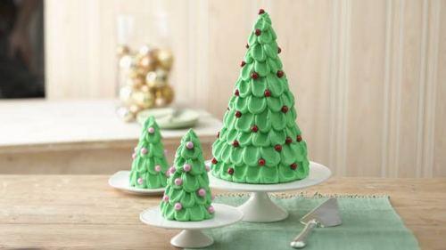 Makanan yang berbentuk pohon natal dari  cake via bettycrocker.com ala tim duniamasak