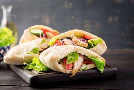 Roti Pita Chicken pita pocket via freepik ala tim duniamasak.com