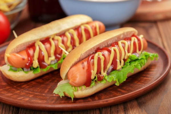 Memanggang Hot Dog via freepik ala tim duniamasak