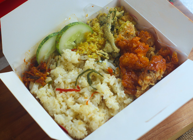 Nasi Bakar Crispy Chicken Savory & Spicy Sauce dok. duniamasak.com