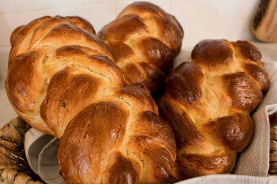 Makanan Khas Paskah Tsoureki via dimitrasdishes.com ala tim duniamasak.com