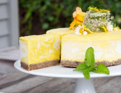 Tumeric mango cheesecake via begoodorganics.com ala tim duniamasak.com Makanan manis berbahan kunyit