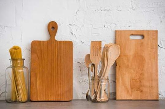 Alat makan kayu via freepik ala tim duniamasak.com