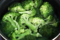 Brokoli sebagai obat mencegah Rambut Beruban