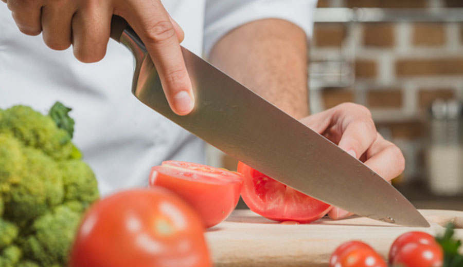 cara membersihkan pisau via freepik ala tim duniamasak.com