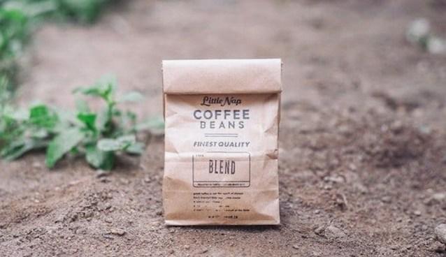 Membaca memahami coffee label pada kantong kopi via https://unsplash.com/@kimdonkey ala duniamasak