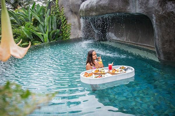 Floating breakfast ala duniamasak.com via padmaresortubud.com