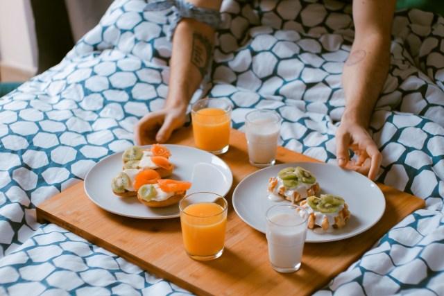 Menghidangkan Makanan via pixabay.com