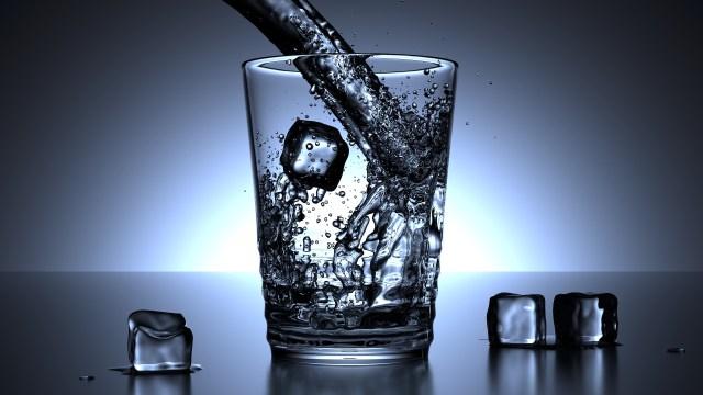 Minum air putih via pixabay.com