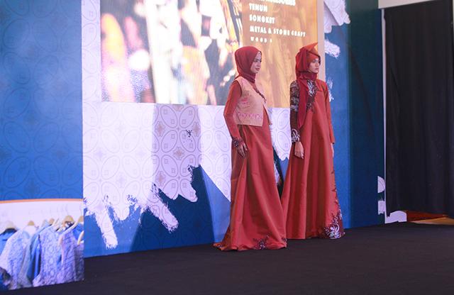 Fashion Show 2 di Indocraft 2019 dok. duniamasak