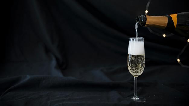 Jenis gelas wine champagne via freepik ala duniamasak