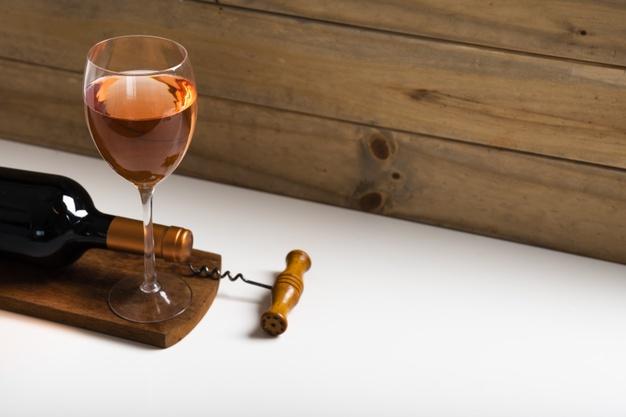 Jenis gelas wine rose via freepik ala duniamasak