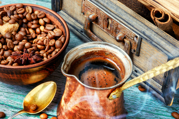 kopi dengan ibrik via freepik ala tim duniamasak