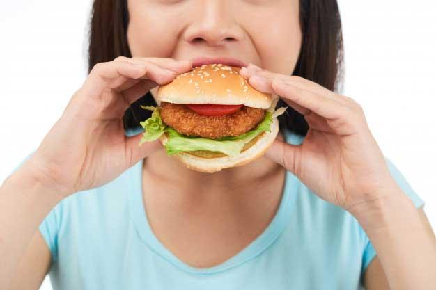 makan terlalu cepat via freepik ala tim duniamasak