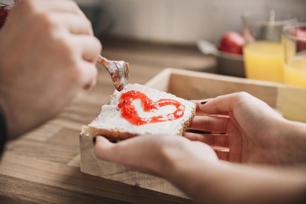 Makanan adalah bentuk cinta dan berbagi via freepik ala duniamasak