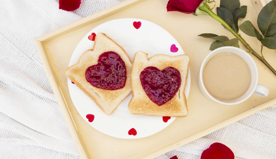 Makanan bentuk cinta banner utama via freepik ala duniamasak