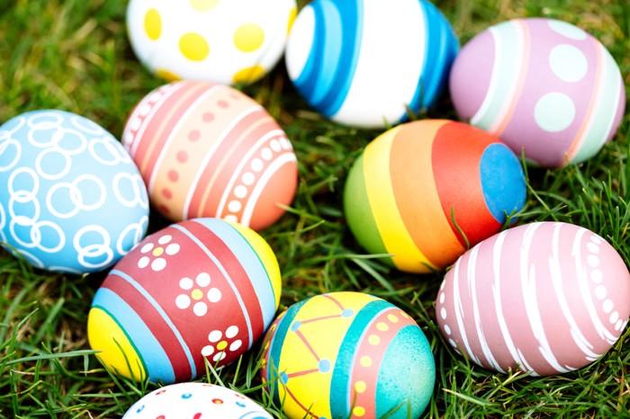 Menghias telur paskah dengan cat warna via food.detik.com ala duniamasak
