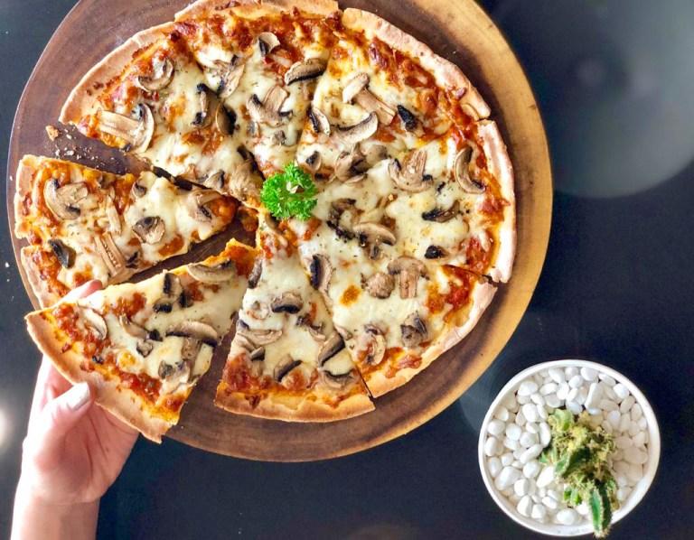 Mushroom Pizza vegan non vegan dok. Hashtag ala tim Duniamasak