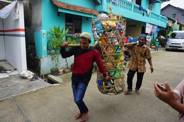 Perayaan isra miraj Rajaban Ambeng via kebumenekspres.com ala duniamasak