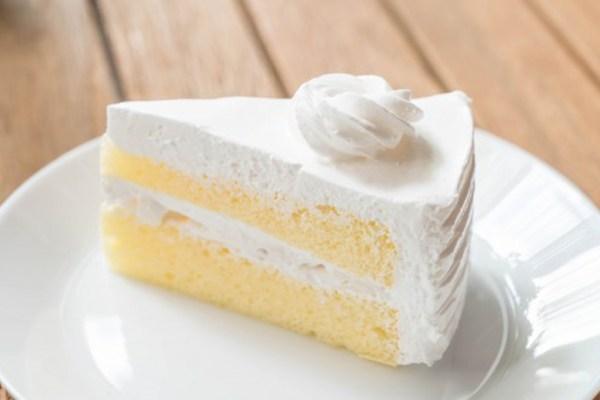 Perbedaan frosting icing cake via freepik ala duniamasak
